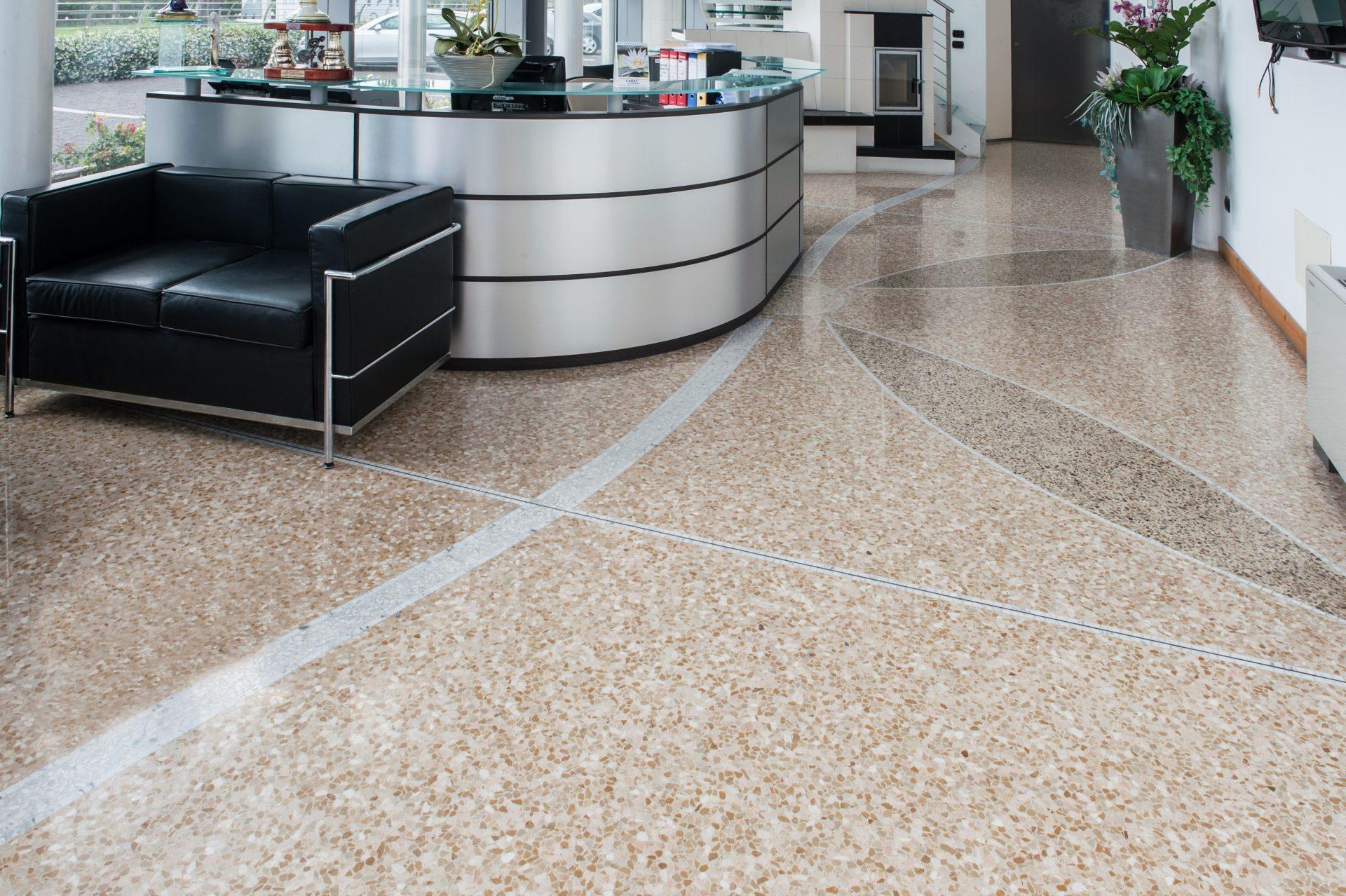 Hall Hotel con Pavimento alla Veneziana in graniglia texture